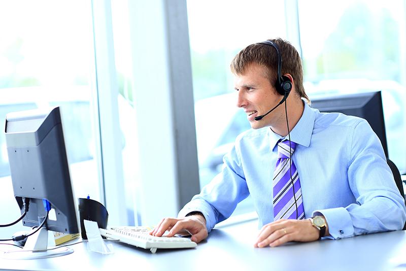 width=800 height=534></noscript></p><h2>Escolhendo o plano de Telefonia para Empresas</h2><p>No momento da escolha do plano de <strong>Telefonia para Empresas</strong> mais adequado, se faz necessário averiguar as necessidades de sua empresa, tendo em vista empresas como Call Centers ou outros serviços dependentes de ligações que possuem grande número de funcionários devem optar por planos mais abrangentes e que ofereçam melhores condições de trabalho, enquanto empresas menores podem restringir o uso e acesso ao realmente necessário.</p><h2>Planos de Telefonia para Empresas locais ou internacionais</h2><p>As empresas que possuem negócios locais devem optar por planos de<strong> Telefonia para Empresas</strong> voltados a esse mercado, enquanto as empresas com negócios internacionais ou que possuam filiais em diversas partes do país ou do mundo terão maiores vantagens econômicas ao buscar planos de<strong> Telefonia para Empresas</strong> que englobem também esse tipo de ligação.</p><p>Está em busca de uma solução de <strong>Telefonia para Empresas</strong>? Conheça os planos da <a href=https://www.twsolutions.com.br/ target=_blank>TW Solutions</a>.</p><p><a href=https://www.twsolutions.com.br target=_blank><img src=https://www.twsolutions.com.br/wp-content/plugins/lazy-load/images/1x1.trans.gif data-lazy-src=https://blogdovoip.com.br/wp-content/uploads/2015/09/banner-chamada-site.png class=