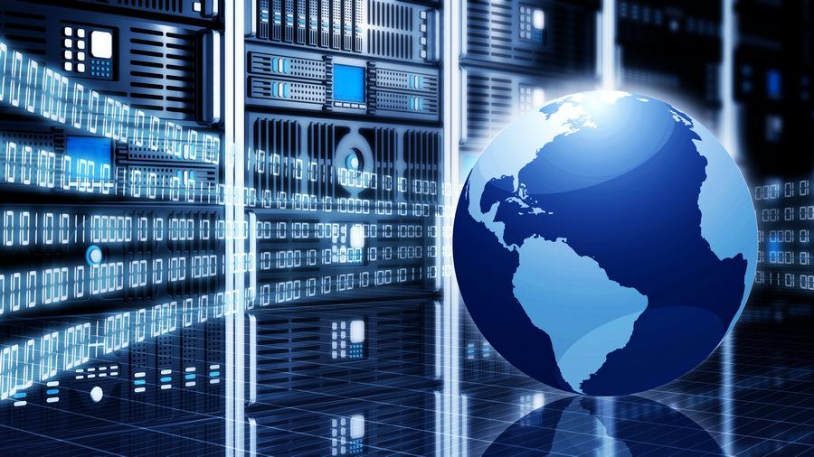 width=900 height=506></noscript></p><h2>Evolução da telefonia: Geração 1 – Telefonia 1.0</h2><p>A primeira geração da telefonia foi caracterizada pela telefonia analógica ou Telefonia 1.0. Nessa época, os serviços eram limitados à transmissão de voz. O PABX analógico também faz parte da primeira geração de telefonia e oferece alguns recursos básicos como Caixa Postal e Correio de Voz.</p><h2>Evolução da telefonia: Geração 2 – Telefonia 2.0</h2><p>Quando a tecnologia VoIP surgiu em 1995, teve início a Telefonia 2.0 ou telefonia de segunda geração. Com esse avanço tecnológico, foi possível transportar voz por redes de dados (IP – Internet) e, assim, a comunicação deixou de ser limitada. Graças ao VoIP, foi possível transmitir também vídeo e dados por meio da Internet.</p><h2>Evolução da telefonia: Geração 3 – Telefonia 3.0</h2><p>O que marca o início da terceira geração de telefonia, também chamada de Telefonia 3.0, é o surgimento e a popularização do PABX Virtual. A solução, que funciona totalmente em ambiente virtual, permite o armazenamento de dados na própria rede e não mais em dispositivos, proporcionando uma melhor gestão de dados e muito mais mobilidade, já que centrais inteiras podem ser mantidas e conectadas a partir de dispositivos móveis conectados à Internet.</p><h2>Evolução da telefonia: Geração 4 – Telefonia 4.0</h2><p>Quando falamos sobre a <strong>evolução da telefonia</strong> e, finalmente, chegamos à telefonia de quarta geração ou <strong>Telefonia 4.0</strong>, não estamos nos referindo a uma mudança tecnológica, mas uma mudança na forma como serviços são oferecidos.</p><p>A <strong>Telefonia 4.0</strong>, portanto, está mais centrada no oferecimento e manejo de serviços de qualidade. O foco total é no cliente e em suas necessidades. Estamos falando de um novo modelo de negócios no qual as operadoras de telefonia se responsabilizam por oferecer todo o suporte e estrutura necessários para que os clientes tenham o menor trabalho possível e, claro, po