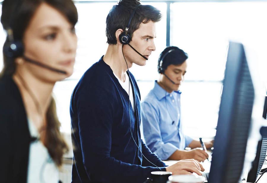 width=900 height=616></noscript></p><h2>Maiores benefícios do Instant Call Center</h2><p>Muitos são os benefícios do <strong>Instant Call Center</strong>. Destacamos alguns deles a seguir para você conhecer.</p><ul><li>Abrangência de mercado: com o <strong>Instant Call Center</strong>, as empresas podem expandir muito mais seus negócios, passando a atender regiões que, antes, não eram atendidas por motivo de alto custo na operação.</li><li>Ausência de estruturas complexas: como dissemos, toda a parte técnica de um serviço de <strong>Instant Call Center</strong> fica por conta da empresa que fornece o serviço e o contratante não precisa se preocupar com esses aspectos.</li><li>Economia de recursos: como o serviço é baseado na economia colaborativa, todos os recursos serão economizados.</li><li>Menores encargos trabalhistas: são indiscutíveis as vantagens que você terá com uma central de atendimento à sua disposição sem que seja necessário se preocupar ou investir na contratação de mão-de-obra.</li><li>Você só paga quando houver atendimento: essa é uma das maiores vantagens do <strong>Instant Call Center</strong> – a cobrança só é realizada do pacote de horas contratado quando acontece um atendimento.</li><li>Maior disponibilidade de atendimento: o serviço de Instant Call Center funciona como uma espécie de grande rede, ou seja, os atendimentos estão sempre disponíveis, o que aumenta consideravelmente os bons resultados da sua operação.</li></ul><h2>Considerações finais</h2><p>Graças ao avanço da tecnologia, empresas que não possuem muitos recursos financeiros e que querem contar com soluções robustas e oferecer atendimento de qualidade aos seus clientes, encontram mais opções de soluções principalmente no que diz respeito à tecnologia VoIP.</p><p>Além de ser muito prático, o <strong>Instant Call Center</strong> também tem um excelente custo-benefício.</p><p>Fique de olho nessa novidade e confira sempre as atualizações do blog da TW Solutions para aproveitar o melhor 