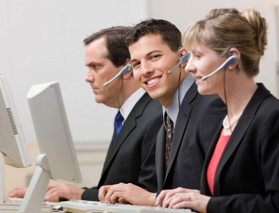 width=900 height=687></noscript></p><p>A <strong>URA inteligente</strong> não é conhecida por grande parte do público, que ainda tem dificuldades de encontrar informações de qualidade sobre esses sistemas e como eles podem melhorar o processo de comunicação da empresa. Para solucionar essa questão e encaminhar você e sua empresa no caminho de um call center mais eficiente e com grande capacidade de alcançar clientes, a TW Solutions apresenta nesse texto tudo que você precisa saber sobre a <strong>URA inteligente</strong>.</p><p>Leia também:</p><ul><li><a href=https://www.twsolutions.com.br/entenda-o-que-e-ura-e-veja-por-que-ela-e-essencial-para-sua-empresa/ target=_blank rel=noopener>Entenda o que é URA e veja por que ela é essencial para sua empresa</a></li></ul><h2>Inteligência a serviço de um call center eficiente</h2><p>Primeiramente, é fundamental explicar exatamente o que são esses sistemas. As unidades são programas capazes de identificar chamadas, coletar informações dos clientes e repassar ligações prontas e já separadas para os operadores. Isso significa que cada ligação será recebida inicialmente por um comando virtual que vai acelerar a ligação coletando dados de quem está efetuando a ligação por processo de reconhecimento de voz.</p><p>A partir disso, a <strong>URA inteligente</strong> transfere a ligação diretamente para um operador capaz de resolver as questões do cliente, já apresentando as informações coletadas para o funcionário. Com esse conhecimento, vai ficar muito mais fácil reconhecer as chamadas e resolver os problemas sem dificuldades.</p><p>Mais que isso, esse sistema é capaz de solucionar problemas completamente sozinho, sem a necessidade de um operador! Com a configuração e o acesso a informação corretos, sua <strong>URA inteligente</strong> vai ter a capacidade de resolver exatamente as principais necessidades dos clientes e aquelas que mais atraem movimento ao seu call center.</p><p>Aproveite para ler:</p><ul><li><a href=https://www.tws