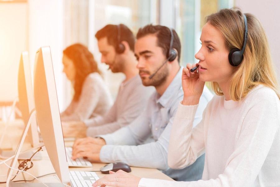 width=900 height=600></noscript></p><h2>Objetivo é dar mais eficácia às suas ligações</h2><p>A filosofia desse sistema é exatamente o de utilizar a máquina para que ela – ou seja, o computador – trabalhe para que seu agente ou operador de telemarketing fique o menor tempo possível ocioso. Assim trabalha o sistema de Call Center VoIP da TW Solutions, um dos mais avançados do mercado.</p><p>O computador &#8220;sabe&#8221; o momento em que seu operador vai terminar uma ligação e, portanto, vai ficar ocioso. Nesse momento, novas ligações já estão à caminho e, quando o operador termina uma ligação, a nova lhe é transferida automaticamente. E o agente recebe também os dados e informações sobre o cliente.</p><p>Tudo perfeito. O objetivo é sempre maior eficácia, unindo maior rapidez à qualidade do atendimento, o que é garantido pela automática transferência das informações do cliente ao agente que vai atendê-lo.</p><h2>Vantagens do discador automático para NET ou SKY</h2><p>O <strong>discador automático para NET ou SKY</strong> faz tudo isso e muito mais. Proporciona maior produtividade à sua equipe, não permitindo a ociosidade. Terminou uma ligação, já está outra disponível e, melhor, com o cliente na linha. Não há perda de tempo.</p><p>Isso acontece devido ao nosso sofisticado <em>software</em> que não apenas identifica como foi a recepção à chamada, como só a transfere ao operador quando efetivamente uma pessoas física – e não uma secretária eletrônica, por exemplo – atender. Uma <a href=https://www.twsolutions.com.br/economia-em-telefonia-e-realidade-na-tw-solutions-veja-4-provas-e-migre-ja/>economia</a> e tanto de tempo e dinheiro.</p><p>Percebeu a vantagem que o <strong>discador automático para NET ou SKY</strong> traz para sua empresa? Ele não transfere a ligação se quem atendeu foi uma secretária eletrônica, mas, apenas, se for pessoa física. Seu operador não perderá tempo conversando com uma máquina.</p><p><img src=https://www.twsolutions.com.br/wp-content/plugins/
